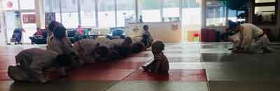 Kampfsportschule-Düsseldorf-Judo-Angrüßen-Respekt-Verbeugung